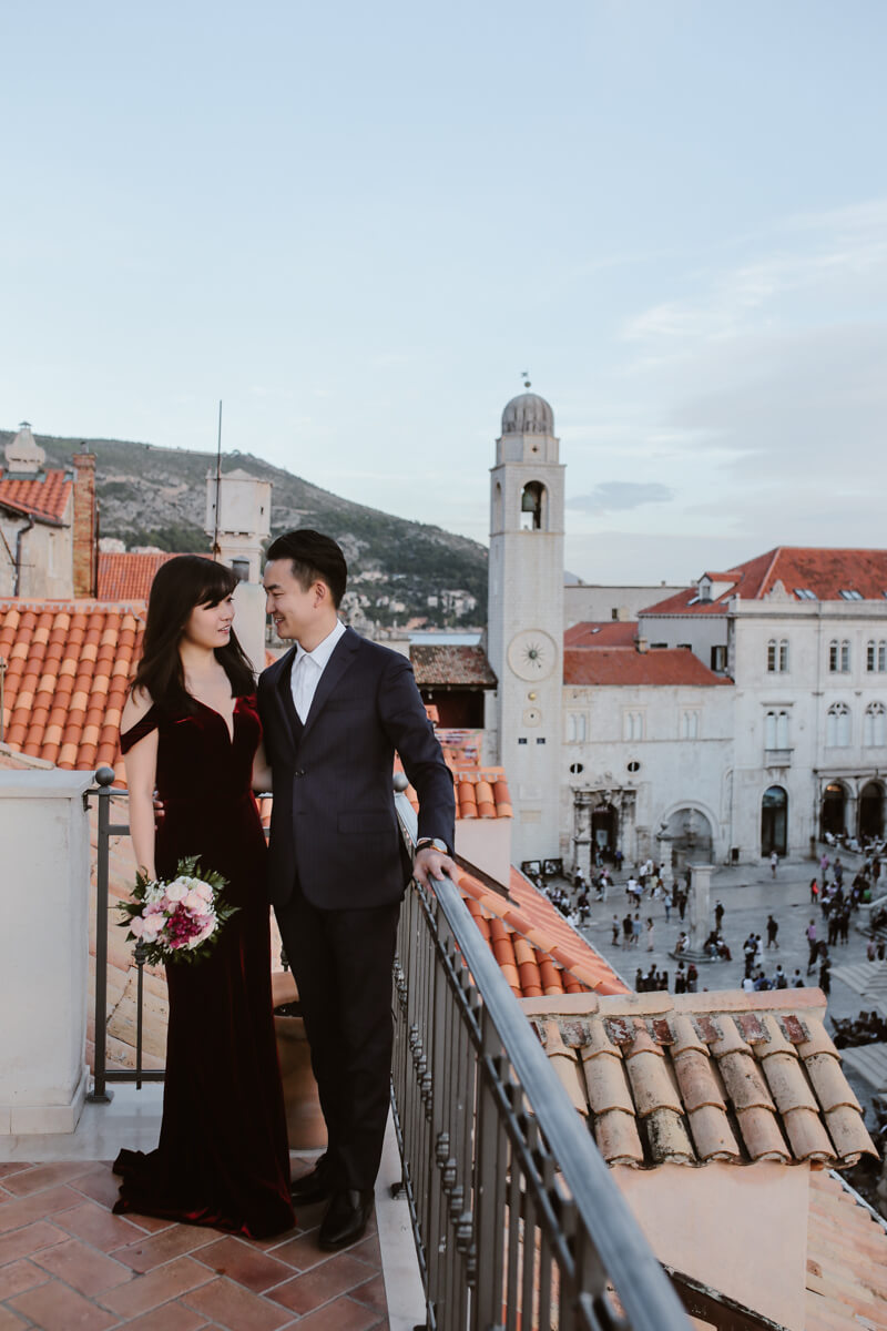 Dubrovnik for couples - a couple session on the terrace above the Stradun street in Dubrovnik.